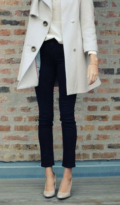 Love the cropped pants with pumps.