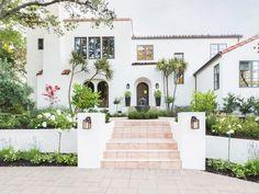 If we ever redo the exterior, I love this color! Amanda Barnes Interiors + Alyssa Rosenheck Photography: A Spanish Revival Home's Neglected Exterior Gets a Modern Makeover Photos Spanish Exterior, Modern Exterior, Exterior Design, Exterior Homes, Door Design, Craftsman Exterior, Cottage Exterior, Interior Modern, Window Design