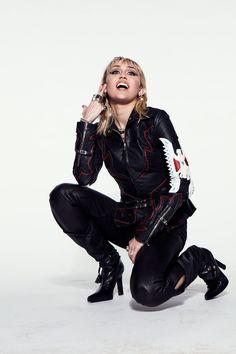 Miley Cyrus Photoshoot, Hannah Miley, Hannah Montana, Female Girl, Music Mix, Iconic Women, Short Hair Styles, Girl Fashion, Punk