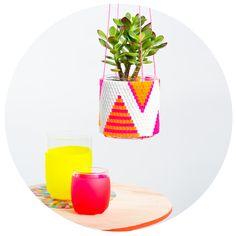 peaches + keen — Woven Bead Planter (white w orange & pink triangles)