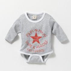 El último en llegar Onesies, Kids Fashion, Baby Boy, Fashion Tips, Fashion For Girls, Sprouts, Short People, Child Fashion, Baby Newborn