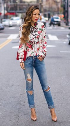 Floral blouse <$100 Stylish Clothes For Women, Stylish Outfits, Cool Outfits, Fashion Outfits, Womens Fashion, Daily Fashion, Everyday Fashion, Spring Fashion, Floral Frocks