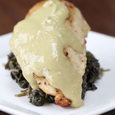 This creamy spinach chicken is healthy done right Creamy Lemon Garlic Chicken Serves INGREDIENTS 4 large chicken breasts 2 tablespoons coconut oil, divided 1 cup low-sodium chicken broth ½ cup greek yogurt ½ a lemon, juiced 3 garlic I Love Food, Good Food, Yummy Food, Yummy Mummy, Yummy Eats, Yummy Snacks, Tasty Videos, Food Videos, Recipe Videos