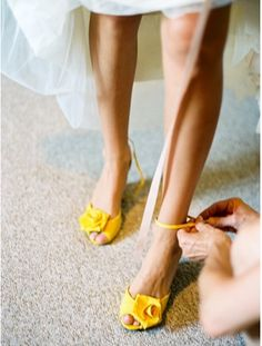 See more about yellow wedding shoes, yellow shoes wedding and yellow weddings. Wedding Pics, Wedding Blog, Dream Wedding, Wedding Ideas, Wedding Stuff, Wedding Dresses, Wedding Summer, French Wedding, Wedding Trends