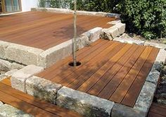Südterrasse mit Granit-Palisaten einfassen Surround the south terrace with granite palisaten ? Backyard Patio, Backyard Landscaping, Love Garden, Home And Garden, Landscape Design, Garden Design, Pergola, Wooden Terrace, Backyard Paradise