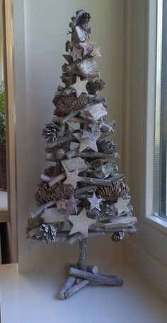 Rustic Christmas tree from tree branches, pinecones and stars - adorable! Driftwood Christmas Tree, Blue Christmas, Rustic Christmas, Christmas Projects, Christmas Tree Ornaments, Christmas Holidays, Natural Christmas, Christmas Lights, Christmas Ideas