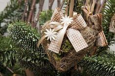 Decorazioni di Natale con materiali naturali - Cuoricino natalizio