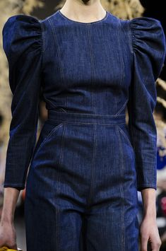 Ulla Johnson at New York Fashion Week Fall 2018 - Details Runway Photos Source by lamezuela dresses design Fashion Sewing, Denim Fashion, Fashion Fashion, Moda Outfits, Sleeves Designs For Dresses, Autumn Fashion 2018, Dress Indian Style, Jeans Rock, Fashion Design Sketches