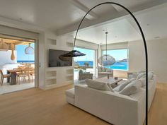 Mykon Villa Mýkonos City Situated 3.9 km from Mykonos Windmills in Mykonos City, this air-conditioned villa features a terrace and a garden with an outdoor pool. Providing free private parking, the villa is 4.1 km from Little Venice.