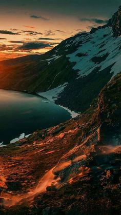 Beautiful Mountain View Wallpaper