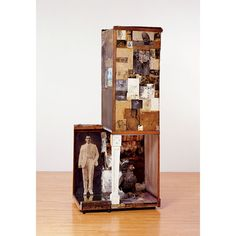 Assemblage The three-dimensional counterpart of collage, assemblage similarly traces its origin to Pablo Picasso. In collaboration with Geor. Robert Rauschenberg, Pablo Picasso, Assemblage Kunst, Neo Dada, Kansas City Art Institute, Art Students League, Josef Albers, Moca, Museum Of Contemporary Art