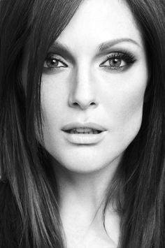 Julianne Moore So Beautiful Beautiful Celebrities, Beautiful Actresses, Beautiful People, Beautiful Women Tumblr, Juliane Moore, Celebrity Portraits, Black And White Portraits, Famous Women, Famous Faces