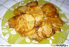 Brambory po židovsku 8 syrových brambor sůl kmín MARINÁDA: majoránka olej lžička červené papriky tymián 3 stroužky utřeného česneku tymián Brambory nakrájíme na plátky, na vymazaném plechu je osolíme, okmínujeme a upečeme. Ještě teplé potíráme marinádou : Na 2 prsty oleje v hrnečku nasypeme hrst majoránky, lžičku červené papriky, tymiánu a utřený česnek. Poznámka Podáváme jako samostatné jídlo nebo přílohu k masu.