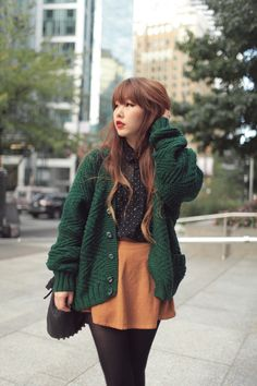 I love the cute girly outfit paired with the oversized sweater. Cute Fashion, Look Fashion, Fashion Outfits, Fashion Trends, Fall Fashion, Hipster Fashion, Hipster Style, Cute Korean Fashion, Hipster Clothing