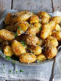 Ovnsbakte parmesanpoteter Side Recipes, Great Recipes, Dinner Recipes, Tapas Dishes, Vegan Dishes, I Love Food, Good Food, Yummy Food, Norwegian Food