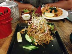 Green Peppercorn – Soop ma pi, banana flower salad w/ chicken A: 4 B: Green Peppercorn, Banana Flower, Spaghetti, Salad, Meat, Chicken, Ethnic Recipes, Food, Essen