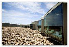 (90) Naturaleza 7 - HOTEL AIRE LIBRE. (Navarra) - En medio de un campo de trigo se encuentra el hotel aire Libre, junto al Parque Natural de las Bardenas Reales de Navarra. El desierto, el amanecer y la luna hacen de este lugar un sitio perfecto para disfrutar de la naturaleza y de un cielo lleno de estrellas.