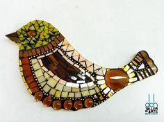 MARICÚ EPIFANÍA.  Realizó este lindo pajarito de Vitromosaico.