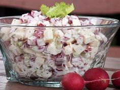 Sałatka z rzodkiewki, jabłka i selera naciowego Healthy Salads, Healthy Recipes, Avocado Salads, Appetizer Salads, Polish Recipes, Side Salad, Party Snacks, Vegetable Dishes, Salad Recipes