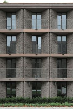 Henley Halebrown's ensemble of student residences at Roehampton University is informed by layers of history, finds David Grandorge Words, photos David Grandorge Photographer, academic and teacher at TU Delft. His recent work includes a documentary project on landscape and infrastructure,