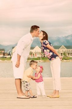 32 Creative Ways To Take Picture With Your Family - one we can do as a family in a couple years!