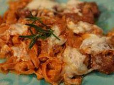 Μοσχάρι κοκκινιστό με πετιμέζι,τυριά και χυλοπίτες στο φούρνο Feta, Chicken, Cubs, Kai