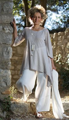 AMALTHEE CREATIONS Asymetric linen jersey tunic pale gray color, white linen large pants Necklace: zebu horn with calligraphy paper, bone beads and conus shell from Mauritania Love the tope but would have to wear slim trousers Fashion Over 50, Latest Fashion For Women, Look Fashion, Womens Fashion, 2000s Fashion, Fashion News, Mode Style, Style Me, Vetements Clothing