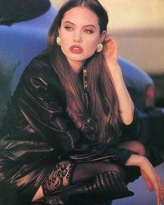 9,498 отметок «Нравится», 51 комментариев — nineties anxiety (@90sanxiety) в Instagram: «Angelina Jolie photographed by Bonnie Lewis, 1992»
