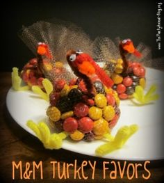Need a quick and/or easy Thanksgiving favor? Try the M&M Turkey Favors! The kids can help with this easy Thanksgiving craft or you can make them on your own and surprise your guests. Thanksgiving Favors, Thanksgiving Turkey, Thanksgiving Decorations, Thanksgiving Recipes, Happy Thanksgiving, Thanksgiving Activities, Fall Decorations, Thanksgiving Wedding, Rustic Thanksgiving