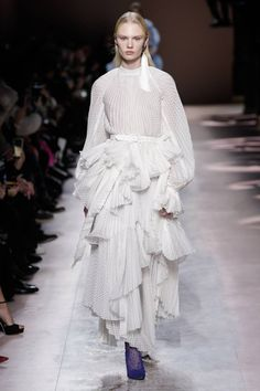Givenchy Spring Summer 2020 Haute Couture fashion show at Paris Couture Week (January Couture Week, Spring Couture, Style Couture, Haute Couture Fashion, Fashion Week, Fashion 2020, Runway Fashion, Fashion Outfits, Daily Fashion