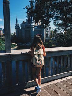 Disney Home, Walt Disney World, Disney World Pictures, Poses, Tumblr Girls, Disney Trips, Ulzzang Girl, Free Spirit, The Dreamers