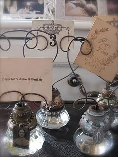 e n t e r t a i nt a b l es c a p e s ¸.❧°❦⁀° / glass door knob photo holders . . or use as name place settings . . .