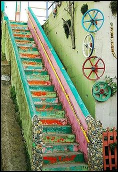 Valparaíso Chili... https://www.pinterest.com/13guilhermond/art-de-rue-les-escaliers-street-art-stairs/