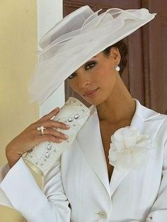 White toughts - Beautiful Spring hat & accessories.