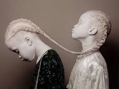 Albino Twins From Brazil Are Difficult The Style Trade With Their Distinctive Magnificence Albino twins Lara and Mara Bawar from Brazil mostpopular albino twins. Just look at awesome gallery with Lara and Mara Bawar twins Fine Art Photography, Portrait Photography, Fashion Photography, Photography Ideas, Artistic Photography, Amazing Photography, High Fashion Fotografie, Albino Twins, Albino Girl