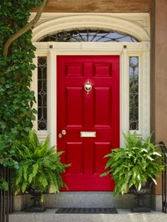 Front Door Paint Colors - Want a quick makeover? Paint your front door a different color. Here a pretty front door color ideas to improve your home's curb appeal and add more style! Best Front Door Colors, Best Front Doors, Front Door Paint Colors, Painted Front Doors, The Doors, Front Door Decor, Entry Doors, Front Entry, Orange Front Doors
