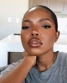 Dewy Makeup, Dark Skin Makeup, Dark Skin Beauty, Kiss Makeup, Natural Makeup, Beauty Makeup, Hair Makeup, Black Girl Makeup, Beautiful Black Girl