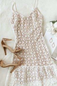 Stun your bridal party and wedding guests in this pretty rehearsal dinner dress outfit. A classic mid-length white lace dress is an easy choice for formal and casual wedding venues as the delicate flowers create an elevated bridal look. Source by outfits Lace Ruffle, Lace Dress, Rehearsal Dinner Dresses, Rehearsal Dinners, Mini Robes, Casual Dresses, Summer Dresses, Teen Dresses, Baby Dresses
