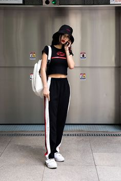 korean street fashion// black w/ a red and white contrast. Korean Street Fashion, Korean Outfit Street Styles, Korean Fashion Trends, Korea Fashion, Kpop Fashion, Korean Outfits, Fashion 2017, Asian Fashion, Trendy Fashion