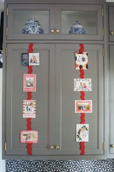 'Tis the season to get lots of holiday cards. And our friends over at Minted have a ingenious idea for what to do with them as they come in: Hang them on kitchen cabinets. It's a super-simple way to decorate the kitchen for the season, without going totally crazy with garland, lights, or breakable ornaments. Keep reading to see how they pulled it together. (Hint: It's really easy!)