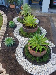 Looking for decorating ideas for the garden? Check these 20 DIY garden decor ideas that will surely increase the beauty of your garden. Hunting is more your hobby DIY garden decor idea details. Backyard Garden Design, Diy Garden Decor, Garden Art, Front Yard Garden Design, Front Garden Landscape, Rock Garden Design, Front Yard Gardens, Front Yard Ideas, Outdoor Garden Decor