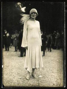 Robe Madeleine Vionnet, portée par Laure Jarny, été 1924
