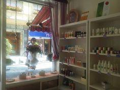 GEAcosmetics, es una pequeña tienda cerca del Fontan donde puedes encontrar cosmética natural y ecológica con la seguridad de sus sellos internacionales de certificación ecologica