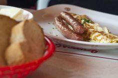 James Dean/ http://breakfastclub.cz/posnidejte-u-jamese-deana-a-uzijte-si-atmosferu-padesatych-let-v-usa/