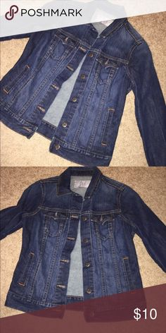 Old Navy jean jacket Old Navy jean jacket, tag missing so unsure about size, fits like a small or extra  small, used but in great shape Jackets & Coats Jean Jackets