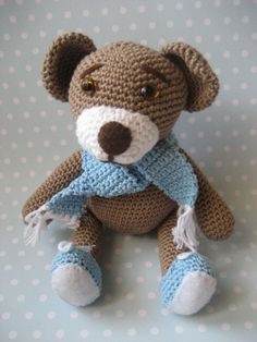 *Free Pattern* Teddy  by K. Godinez  amilovesgurumi.wordpress.com There are German and English versions of this pattern on the blog. The English version is directly above the share this bar at the bottom of the post
