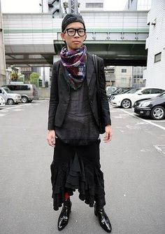 Magazine on Japanese street fashion, runway fashion and street culture. Rei Kawakubo, Tokyo Streets, Tokyo Street Style, Flower Boys, Japan Fashion, Androgynous, Asian Style, Plaid Scarf, Cool Style