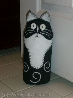 Cat Doorstop | Wee Folk Art...how to make this so cut black cat doorstop! ALL directions!! can't wait to make this! #catdoorstop #cat #feltedcat