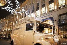 好英倫的聖誕節!Burberry推出2012聖誕櫥窗和形象廣告 節慶專車街頭上路