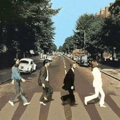 The Beatles John Lennon Paul McCartney George Harrison Ringo Starr Abbey Road Animated GIF Source Unknown Abbey Road, Anim Gif, Gif Animé, Animated Gif, Gifs, Great Bands, Cool Bands, Humor Satirico, The Beatles